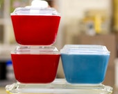 Pyrex multi-colored set of 4 dishes with lids