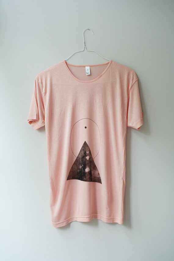 s / THE PYRAMID N.1  /  new age triangle tee /  black . peach