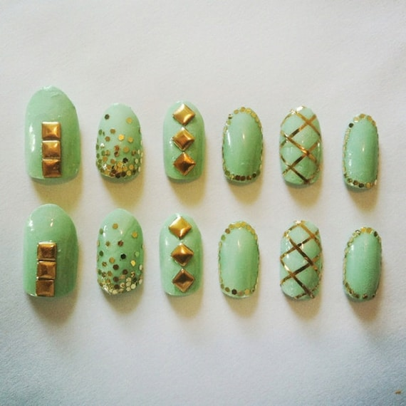 Mint Stud False Nails