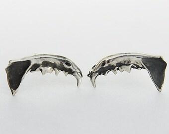 Etsu- small jaw earrings