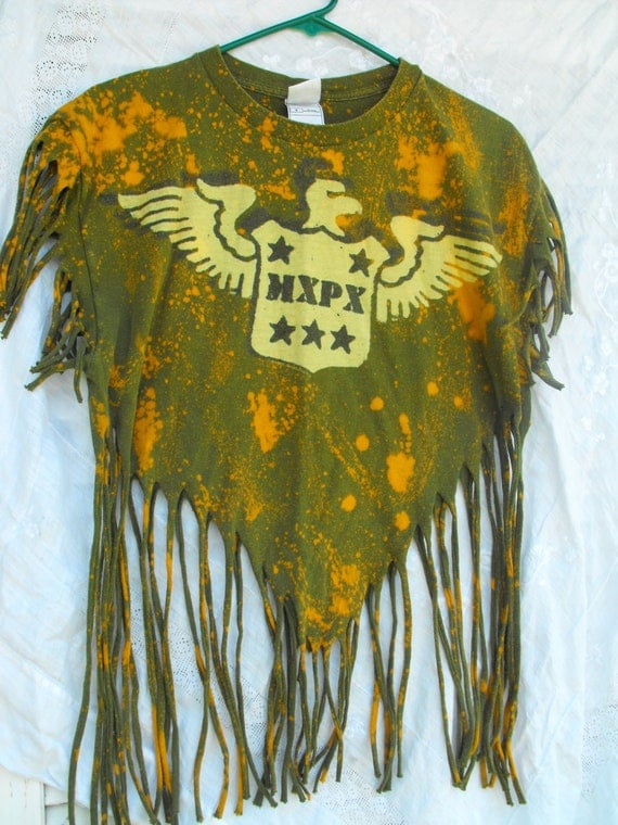 Bleach distressed army green military style pyramid fringed T-Shirt.