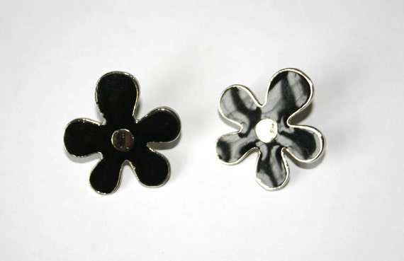 Vintage 1960s Mary Quant style black daisy earrings