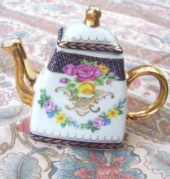 Vintage Imperial Porcelain Mini Teapot Decoration Shabby Chic Antique