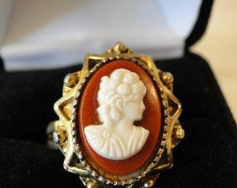 vintage goldtone cameo ring
