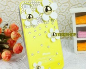 Handmade iPhone 4 Case, iPhone Case, iPhone 4 Cover, iPhone 4S Case, Bling Case, Yellow Color iPhone case with White Flowers