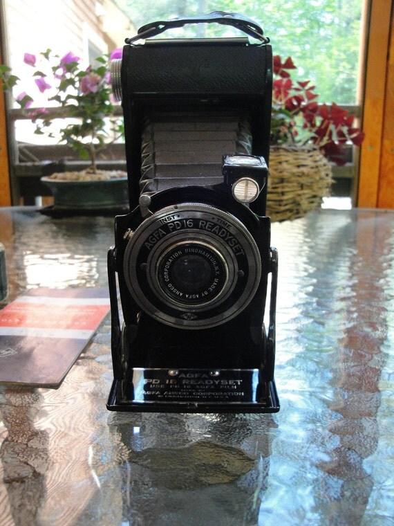 Vintage Agfa PD 16 folding readyset camera