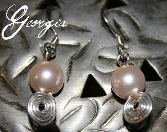 silver coiled wire and pale pink pearl bead
