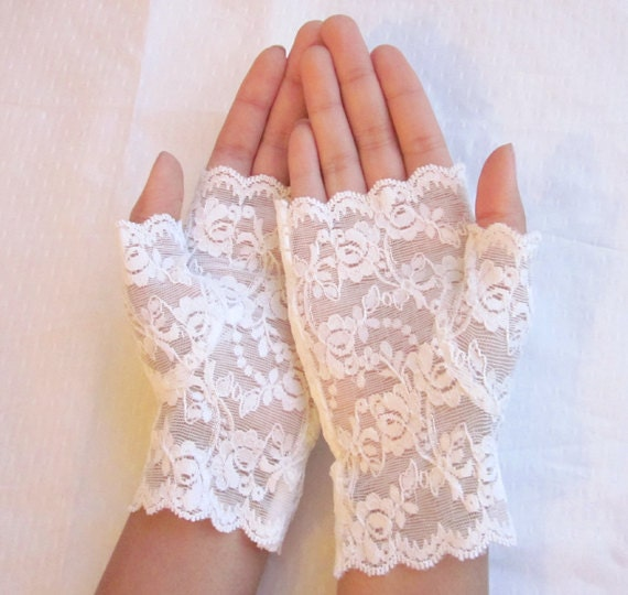 Fingerless lace gloves: wedding accessory, bride, bridesmaid, ivory lace , wedding