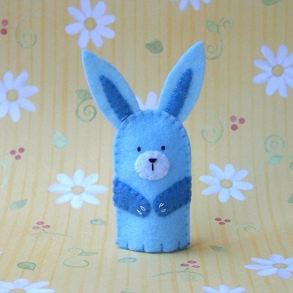 marionnette doigt lapin bleu p le feutre. Black Bedroom Furniture Sets. Home Design Ideas