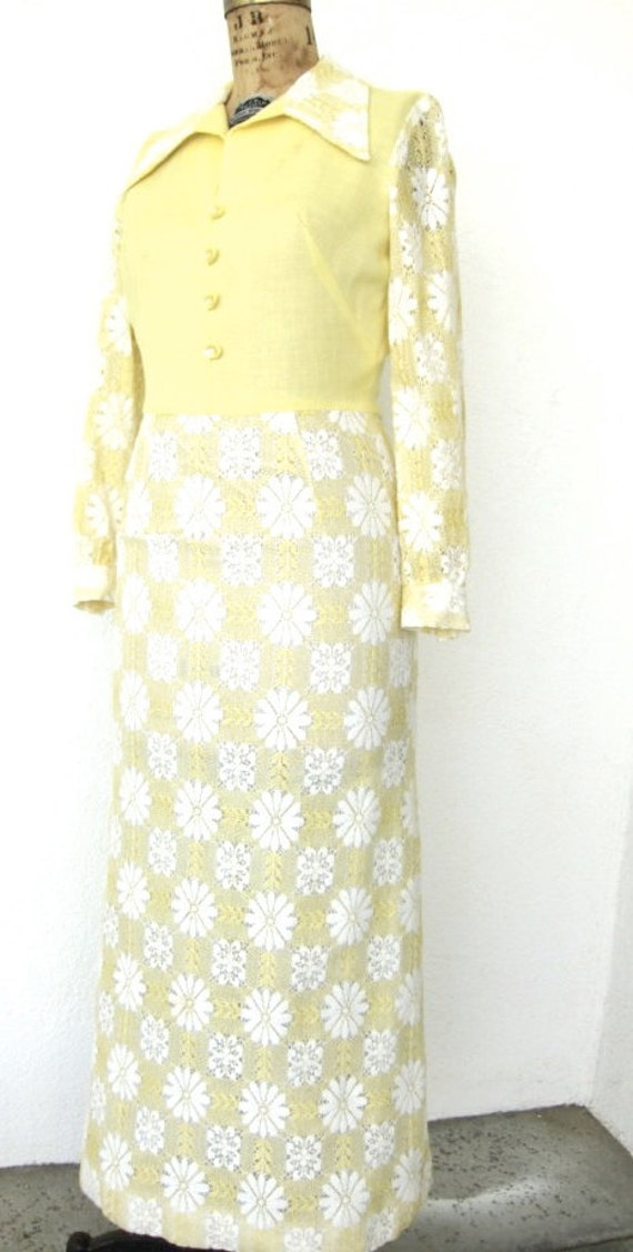 70s Yellow Daisy Lace Maxi Dress - R & K Originals Vintage Full Length Yellow Dress - Lacy White Floral Daisies - S to M