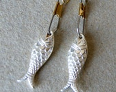 Metallic Fish Earrings - Fish Earrings - vintage silver Lucite Fish Earrings - silver fish earrings - Nautical - Pisces