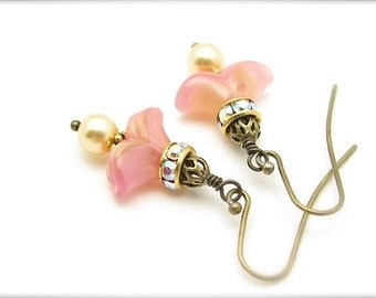 Vintage Glass Earrings, Swarovski Crystal Pearls, Peach Wedding Bride, Gold Pearls, Antiqued Brass, Victorian Renaissance Jewelry