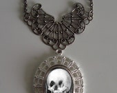 Beautiful Victorian ALL IS VANITY Skull Illusion Victorian Silver-Tone Filigree Necklace Pendant New