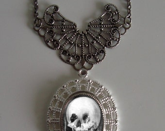 Beautiful Victorian ALL IS VANITY Skull Illusion Victorian Silver-Tone Filigree Necklace Pendant New