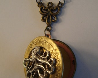 Victorian Steampunk THE ORNATE OCTOPUS Brass Locket Necklace New