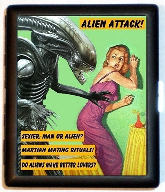 Funny Alien Cigarette Case Retro Sexy Humor Aliens Attack Pin-Up Girl Pulp Kitsch Gag Gift ID Business Card Credit Card Holder Wallet