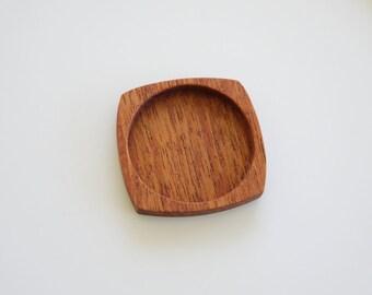 Artisan quality finished hardwood bezel trays - Mahogany - 35 mm - Circle - (F1-M)