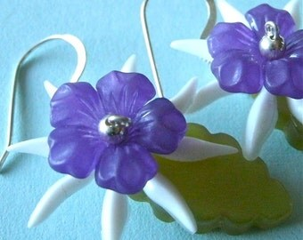 SALE/Purple Breeze Floral and Leaf Lucite Earring, Vintage Plastic Leaf and Floral Earrings, Retro Floral Earrings