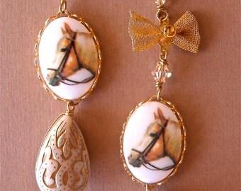 Golden Horse Bow Teardrop Dangles, Equestrian Jewelry, Cowgirl Kitsch, Kentucky Derby, Vintage Horse Drop Earrings