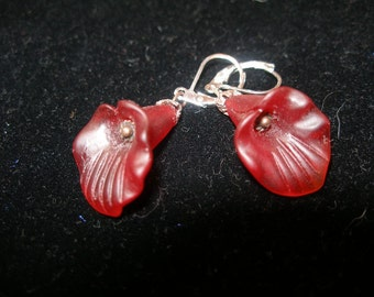 Red lily earrings, carved  ground glass  simple, not shy   etsyBead, OlympiaEtsy, paganteam, SupportingArtists, WWWG