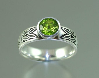 SACRED LAUREL silver ring with Peridot
