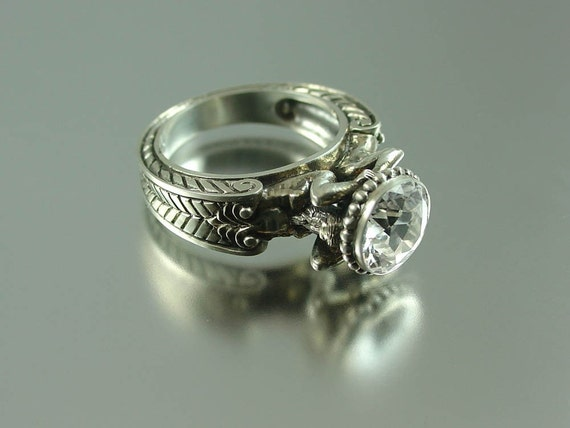 CARYATID Silver Ring with White Topaz