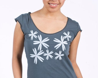 SALE - S,M,L - Graphic tee for women, womans tops tshirts, silkscreen womens t-shirt, womens tees , gray tshirt, scattered flower design