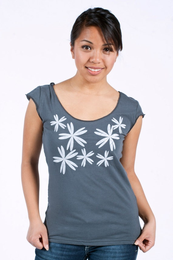 Graphic tee for women, womans tops tshirts, silkscreen womens t-shirt, womens tees, tops & tees - S-XL, gray tshirt, scattered flower design