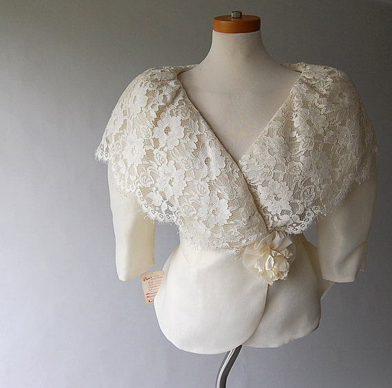 Peplum Wrap Blouse . Ivory. Scalloped Lace . Balloon Sleeve . nwt