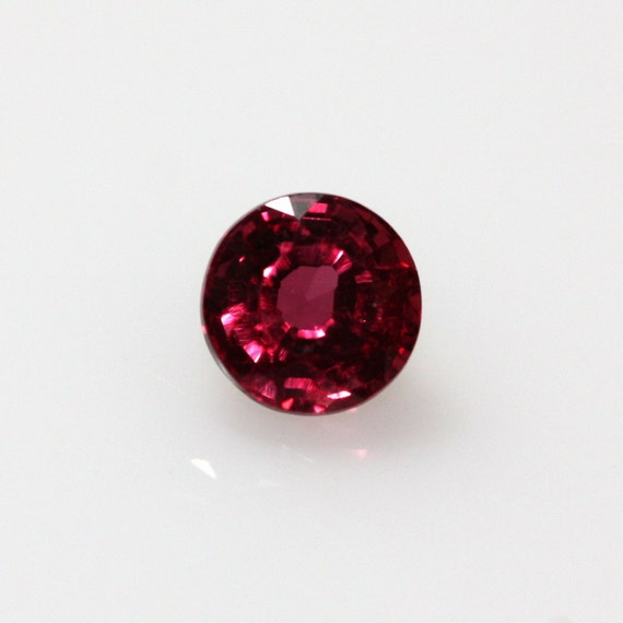 pink/red Sapphire, 4mm faceted stone