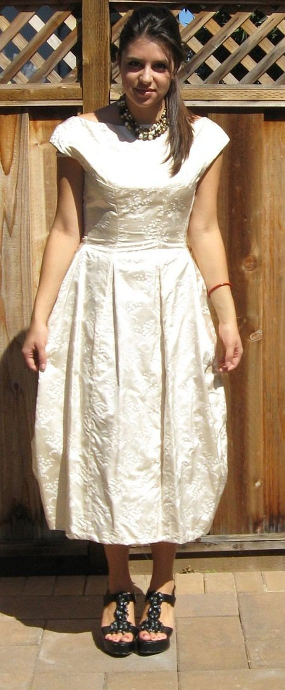 Vintage 50s Lilly of the Valley Ivory Brocade Wedding Dress Gown B38
