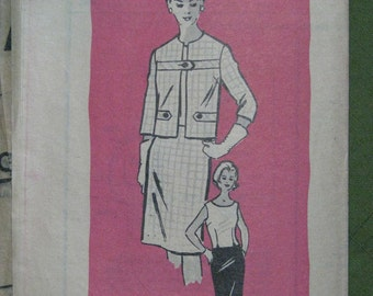 Anne Adams 4696, early 1960s suit with tab details