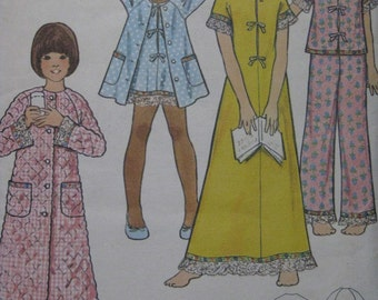 Butterick 3452, 1970s girls' robe, nightgown, and pajamas