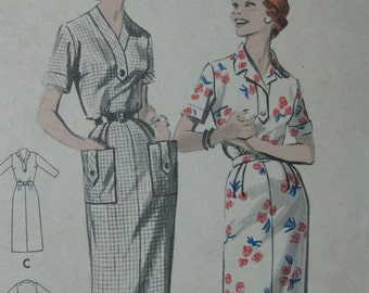 Butterick 8512, late 1950s dress with tab details
