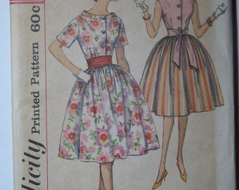 Simplicity 3880, 1960s blouse and gathered skirt