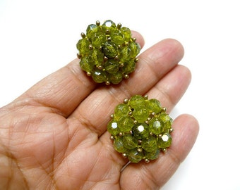 SELINI . green cluster beads . chunky . clip-on earrings