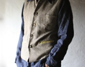 Mens vest in brown wool with yellow silk lining