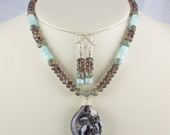 Organic Elegance in Natural Stone and Unique Lampwork Pendant,Necklace Set