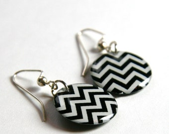 Black and White Chevron Zig Zag Medium Resin Earrings with Sterling Ear Wires