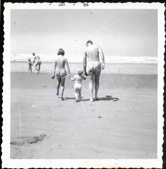 vintage photo FAthers Day Dad w his Girls at Beach 1950s summertime