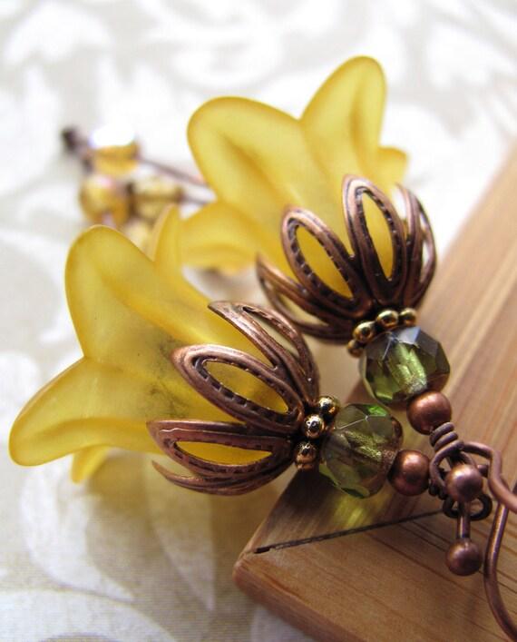 Sunny Yellow Flower Earrings, Buttercup Yellow Vintage Style Flower Jewelry, Gift for Gardener, Garden Wedding Jewelry, Bridesmaid Earrings