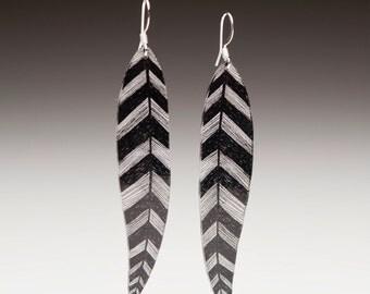B/W feather