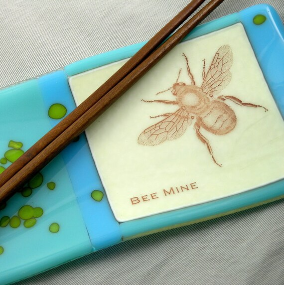 Bee Mine Fused Glass Dish - - Ocean & Sky Blue - Vintage Bee Graphic Dish