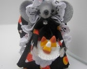 Felt Mouse - Felt Animal - Felt Mice - Halloween Mouse - Halloween Decor - Halloween Mice - Mouse with Candy, Black and Gray