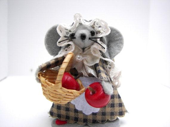 Felt Mouse Apple- Picker Basket of Apples Mice Fall Harvest Mouse Autumn Decor