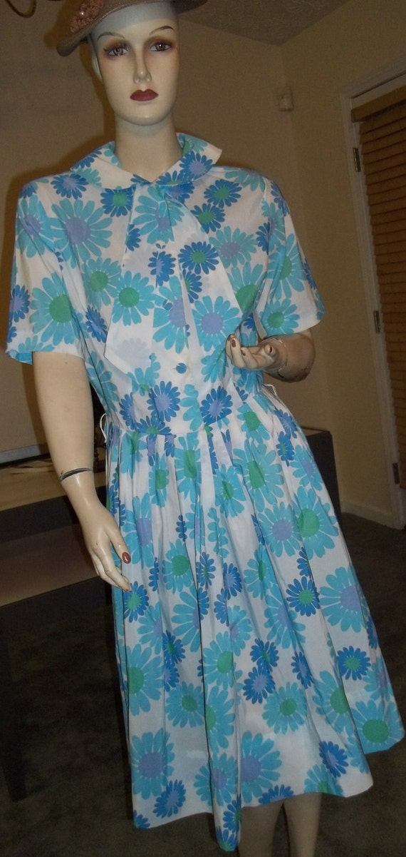 What a FUN and FLIRTY 1950's Floral Day Dress