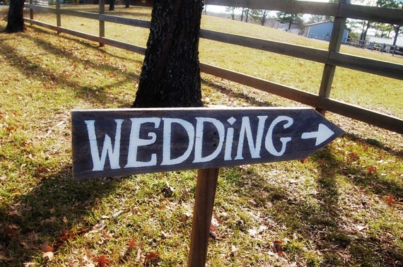 Country Wedding Sign. Old Wood Signs. Rustic Farm Wedding. Road Signs for Wedding. Wood Signage. Arrow Wedding Sign On / With A Stake