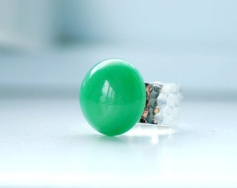 Hammered Silver Ring, Jade Green Ring, Big Chunky Ring, Vintage Glass Ring, Sterling Silver Plated, Adjustable Ring, Fashion Ring