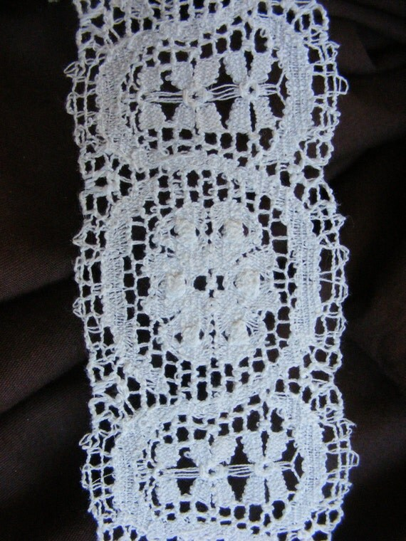 2 varieties of lovely rich bobbin look vintage lace in white or cream with floral motifs