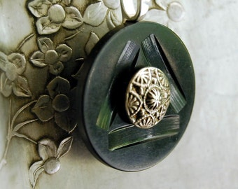 Vintage Button Necklace Forest Green Eco Friendly Jewelry Celluloid Pendant Geometric Winter Fashion Accessories Woodland